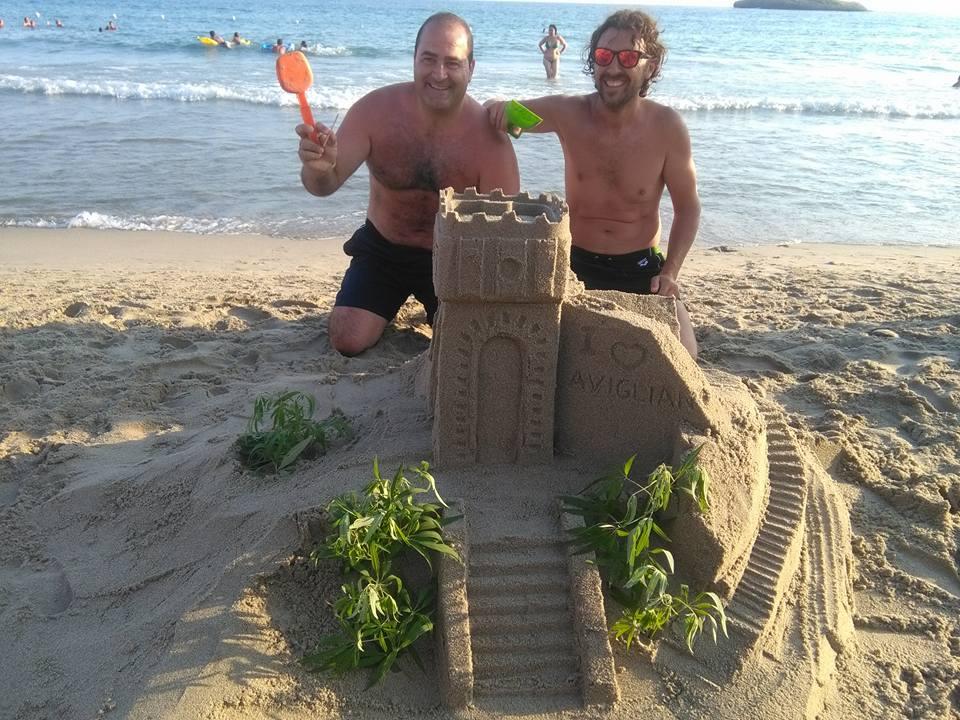 La gara dei castelli di sabbia vinta da un gruppo di for Setacciavano la sabbia dei fiumi